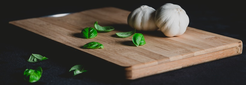 Edge grain cutting board with garlic