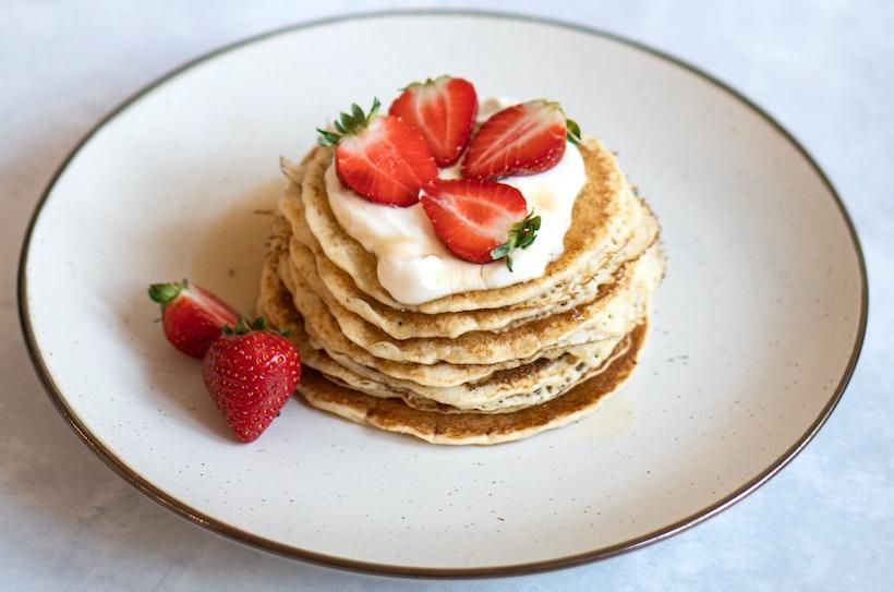 Pancakes with Yogurt and Strawberries
