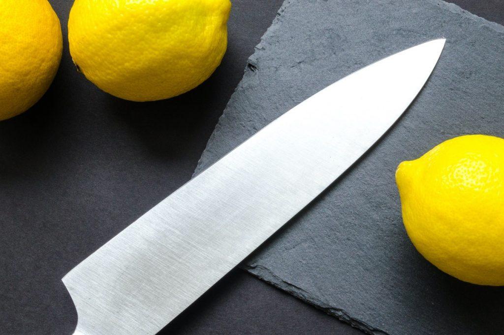 Sharp knife and lemons